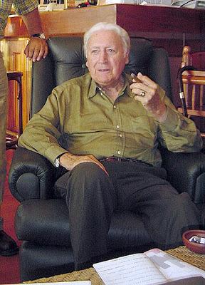Miguel Serrano v literární kavárně, 2004